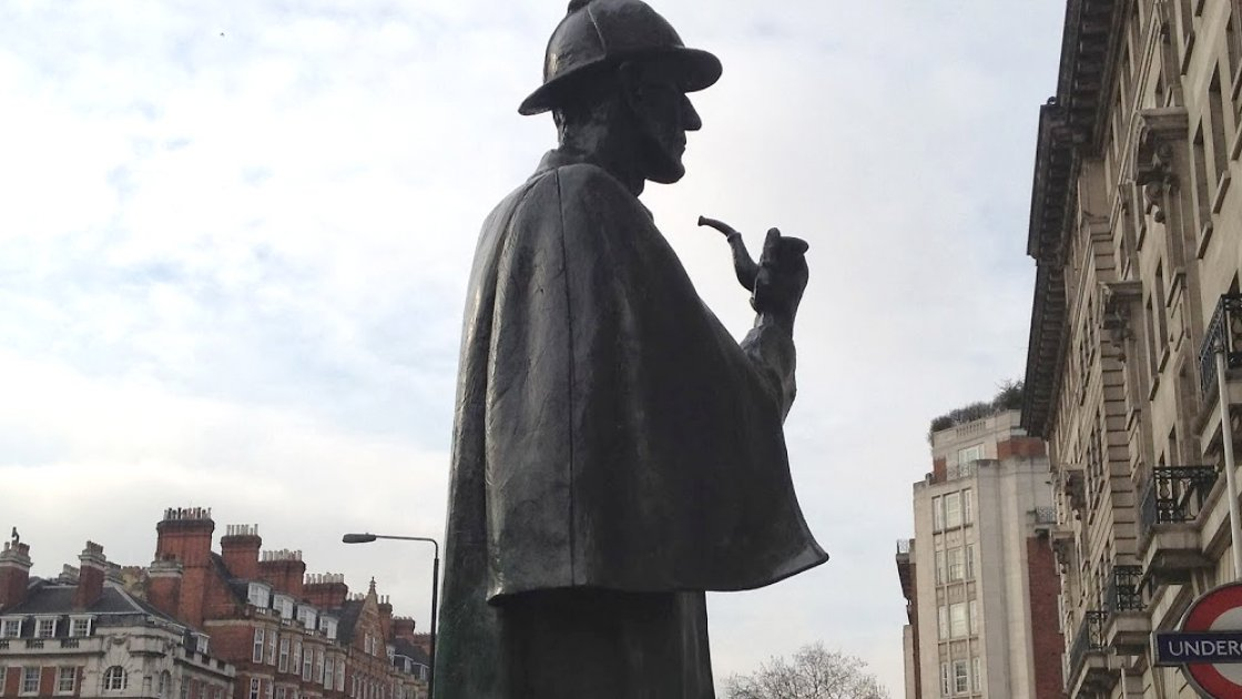 Памятник Холмсу в Лондоне