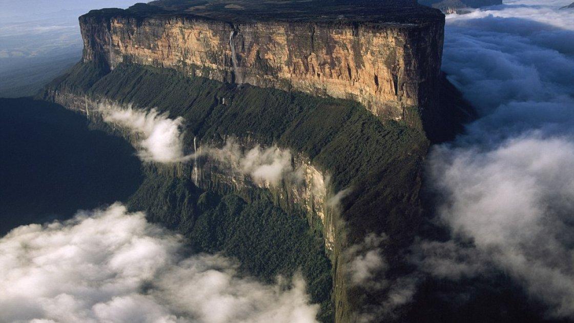 Гора Рорайма в Венесуэле - в облаках