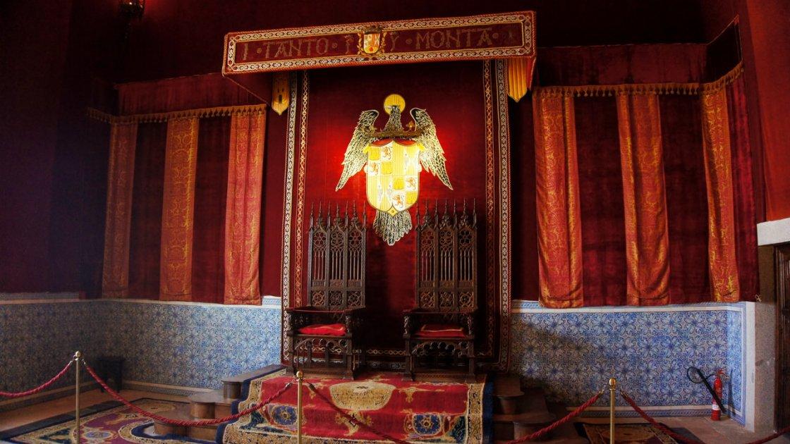 Алькасар Сеговии в Испании  - тронный зал