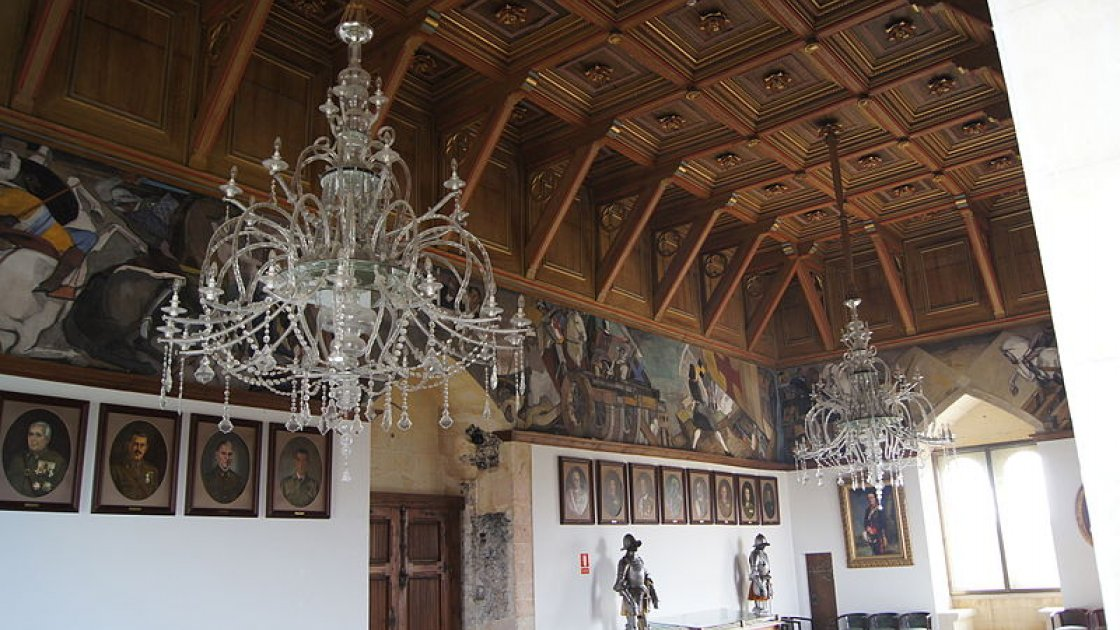 Алькасар Сеговии в Испании  - зал Галеры