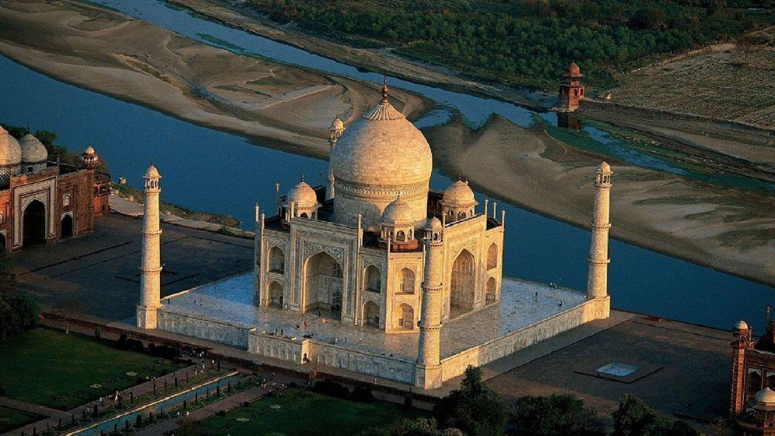Тадж-Махал в Индии сверху