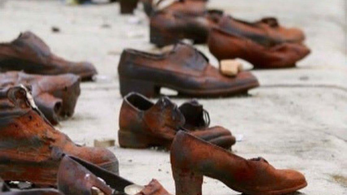 Мемориал «Ботинки на Дунае» - разные
