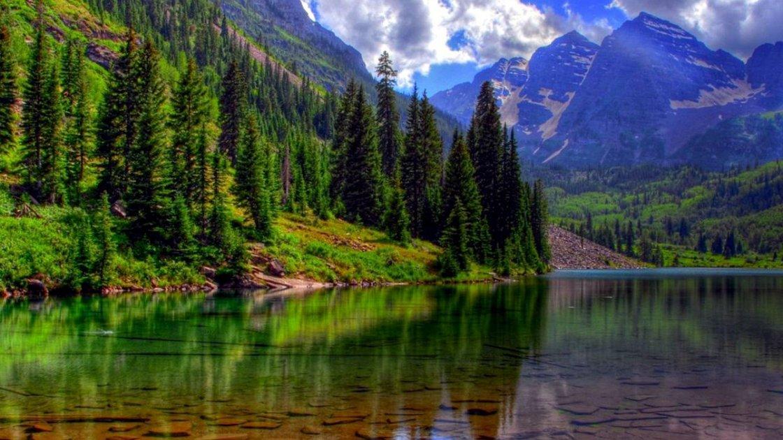 Озеро Байкал - прозрачное и красивое