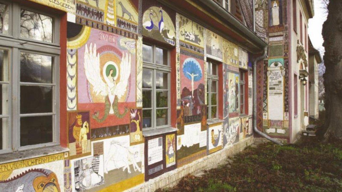 Музей лжи в Кюрице - стены дома