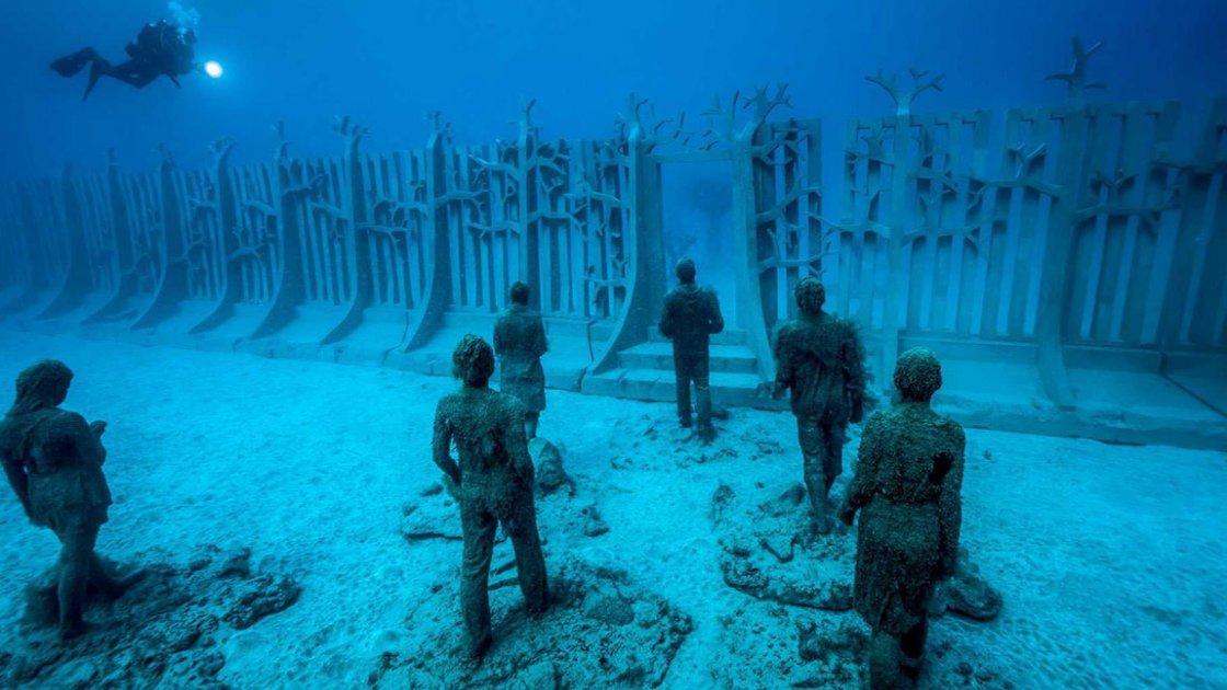 Подводный музей в Мексике «Тихая эволюция» - стена