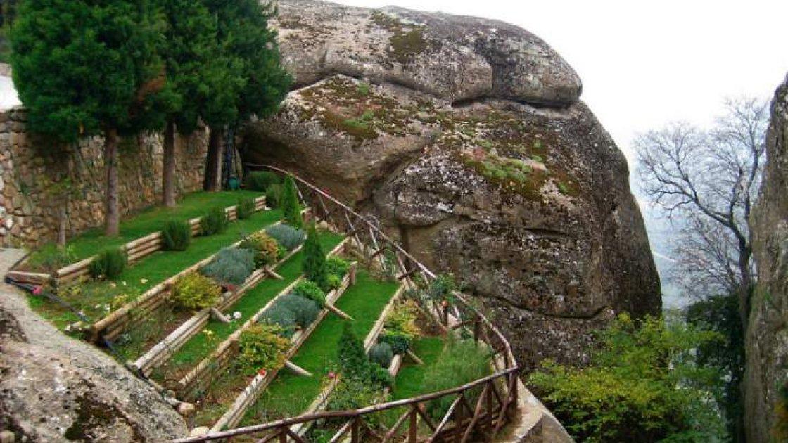 Монастыри Метеоры в Греции – сады