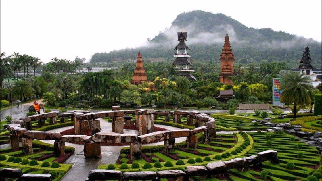 Тропический парк Нонг Нуч в Таиланде – стоунхендж