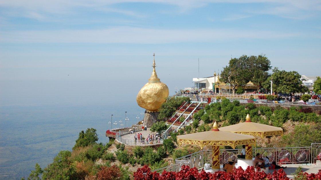 Золотой камень Будды в Мьянме 4