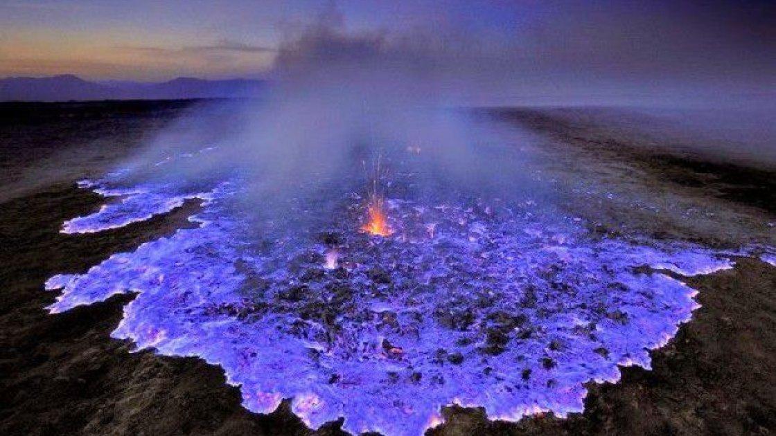 Действующий вулкан Иджен 3
