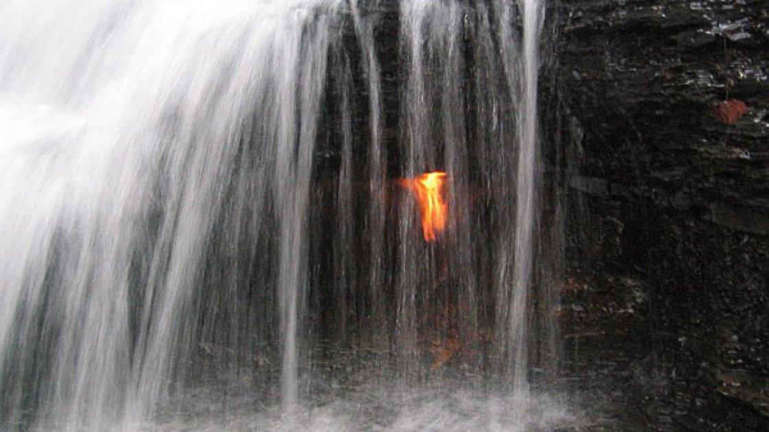 Водопад вечного огня в Нью-Йорке – 1