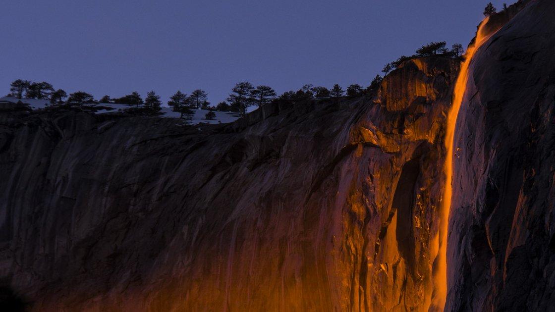 Огненный водопад «Лошадиный хвост» 2