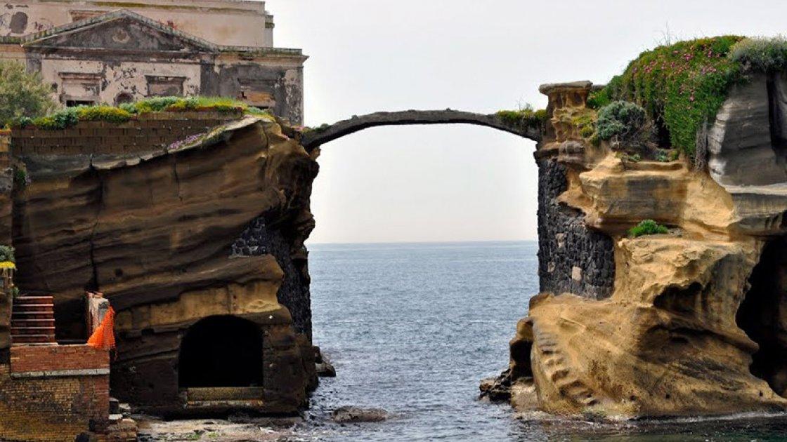 Остров Гайола в Италии2