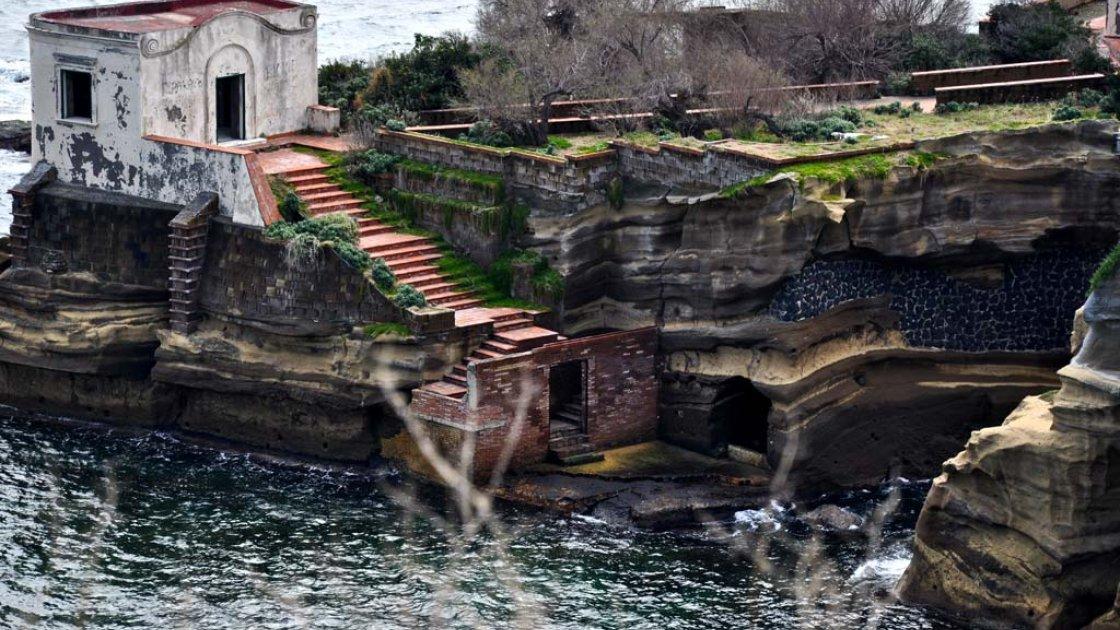 Остров Гайола в Италии3