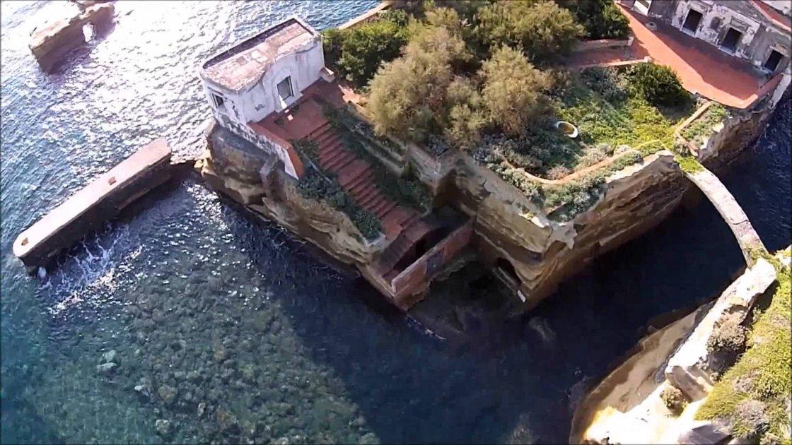 Остров Гайола в Италии4