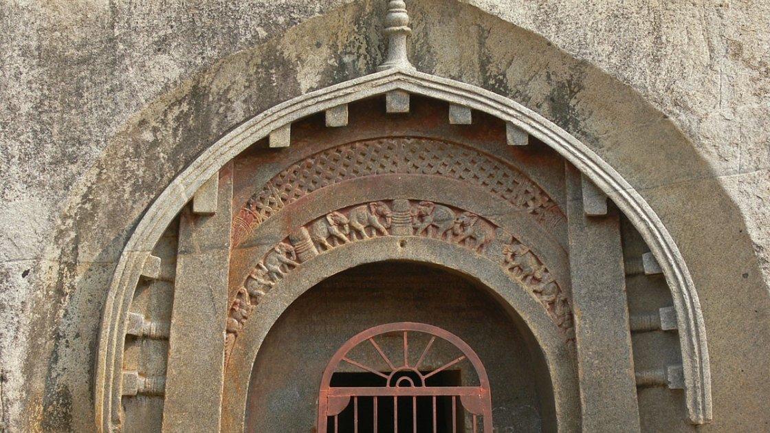 пещерный монастырь Барабар 1