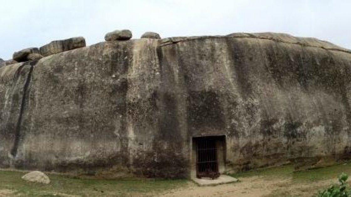 пещерный монастырь Барабар 3