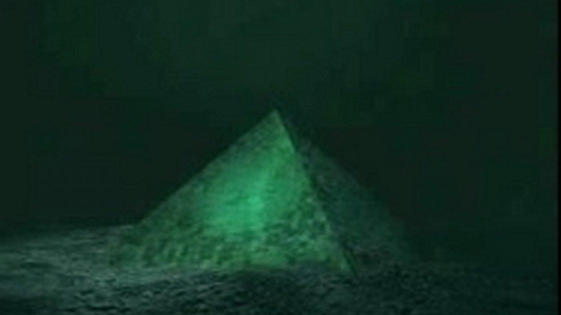 Стеклянные подводные пирамиды 1