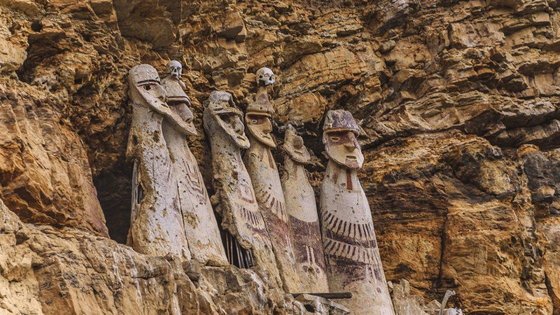 Саркофаги индейцев Чачапойя 1