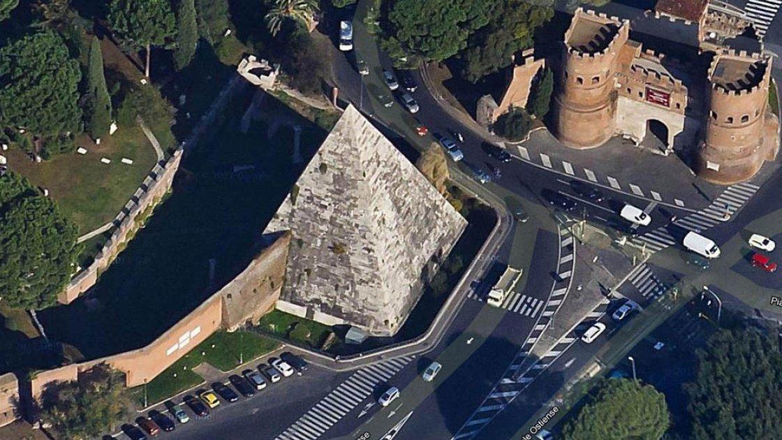 пирамида цестия2