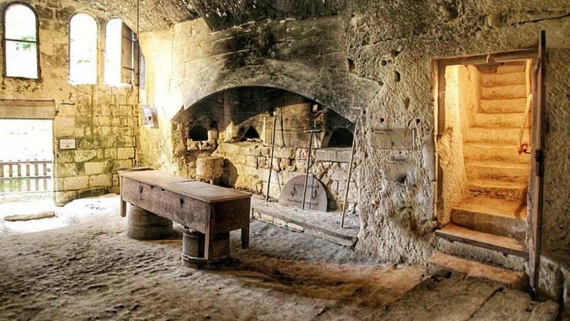 Замок Брезе и его подземелье