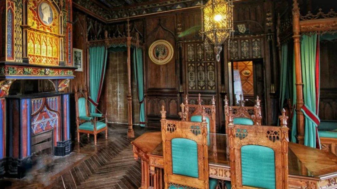 Зал в замке Брезе