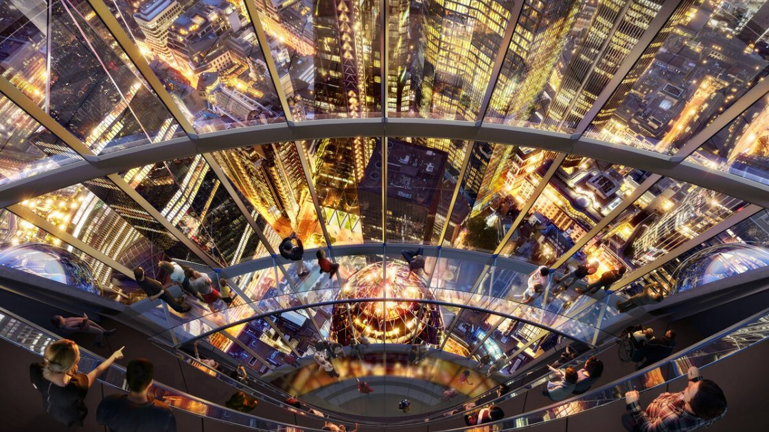 """Вид на """"Огурец"""" (его купол - внизу) из """"Тюльпана"""" хорошо иллюстрирует высоту новой башни"""
