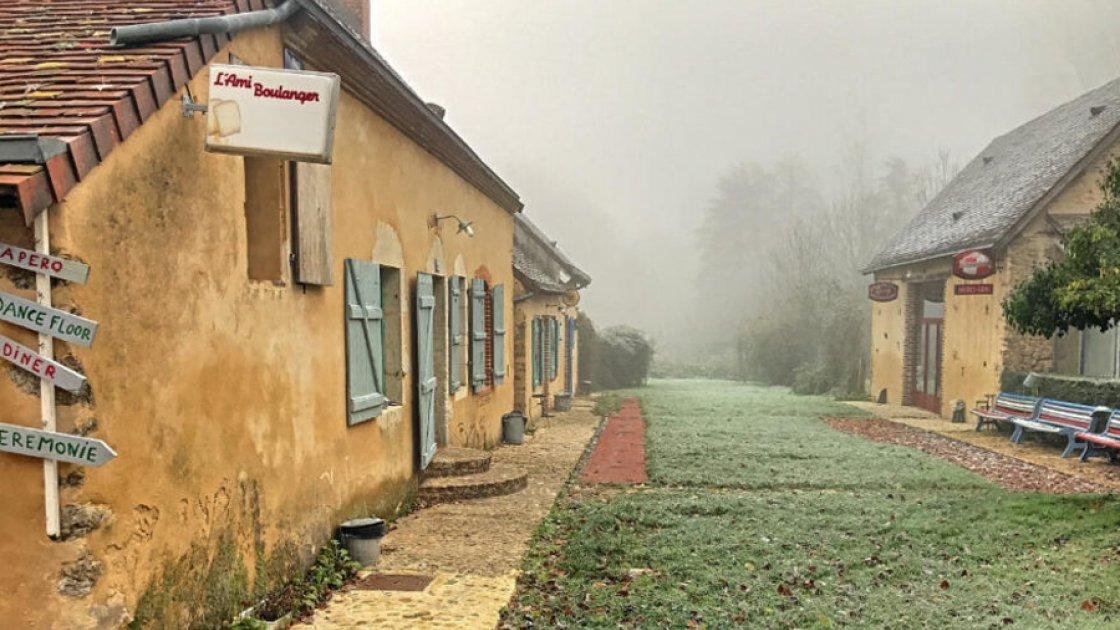 Прикупить деревеньку: во Франции на продажу выставлено поселение 15-го века, недорого