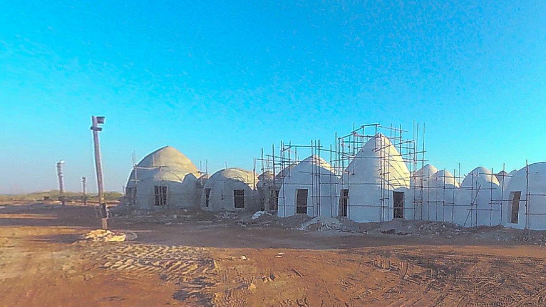 """Строительство """"разноцветного курорта"""" - пока ещё в один цвет"""