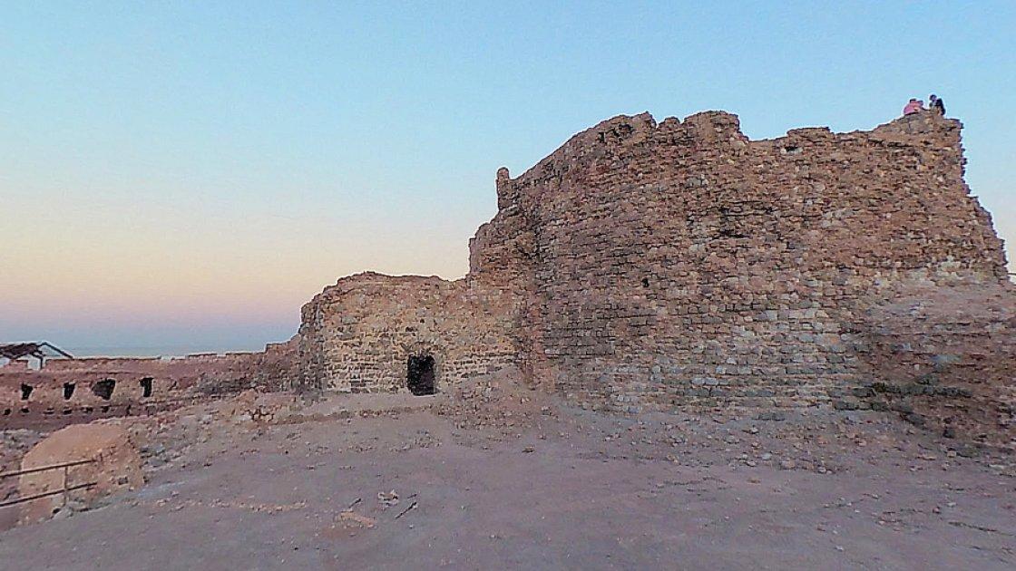 Примерно в таком состоянии находится сейчас вся крепость Ормуз