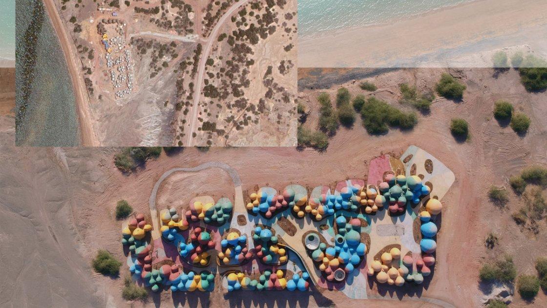 """Вид сверху на """"разноцветный курорт"""" на острове Ормуз"""