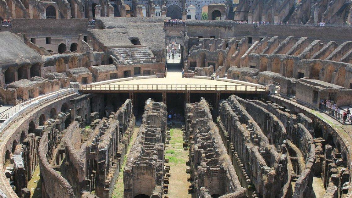 Сейчас в Колизее есть небольшая смотровая площадка, но арены нет