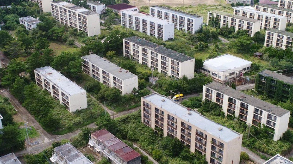 Дома заброшенного города на острове Икэсима, вид сверху