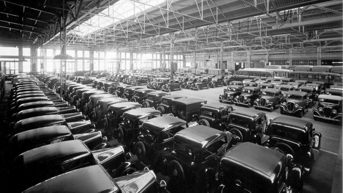 Готовые автомобили на заводе Fiat Lingotto в Турине