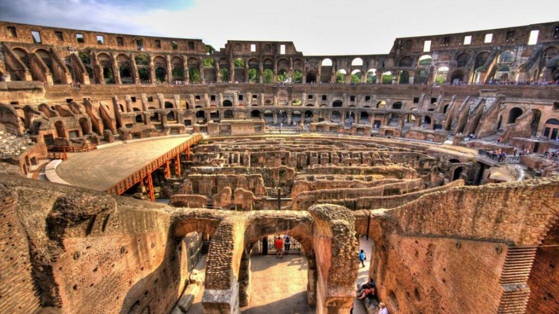 Примерно такой Колизей внутри видят туристы сейчас