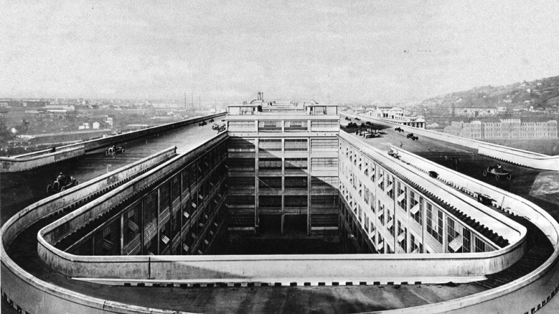 Архивное фото с фидом на трек на крыше завода Fiat Lingotto