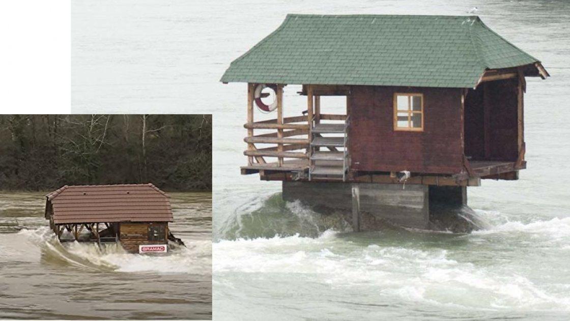 """А вот так разные версии """"Дома на скале"""" выглядят во время разлива Дрины - вода просто проходит сквозь отсутствующие стены"""