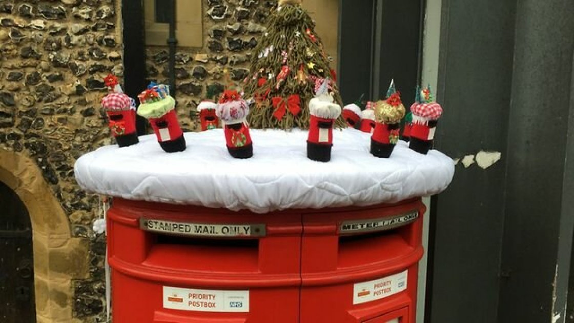 Украшенный к Рождеству почтовый ящик в Сент-Олбансе