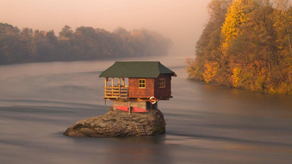 Та самая фотография Drina River House из National Geography