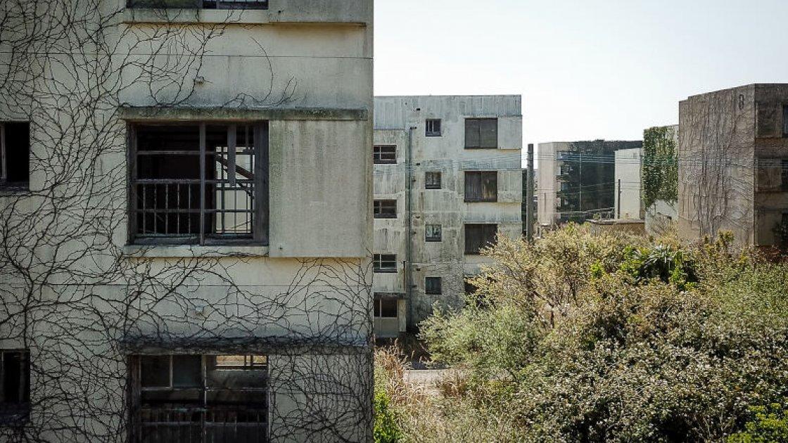 Дома заброшенного города на острове Икэсима
