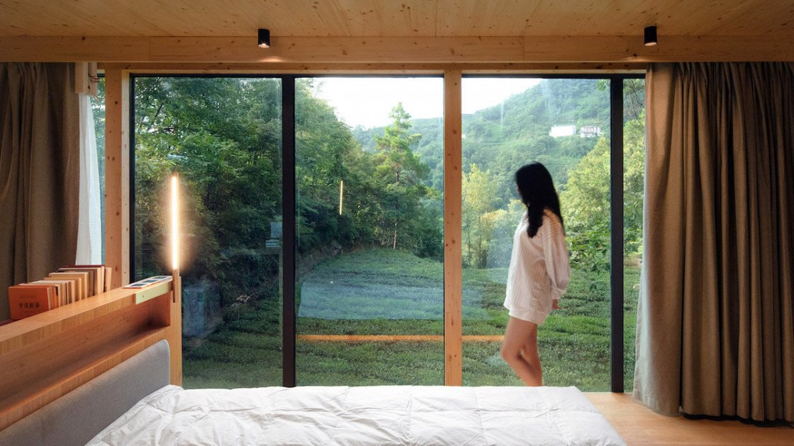 """Ещё вид из окна """"номера"""" отеля Mountain and Cloud Cabins"""