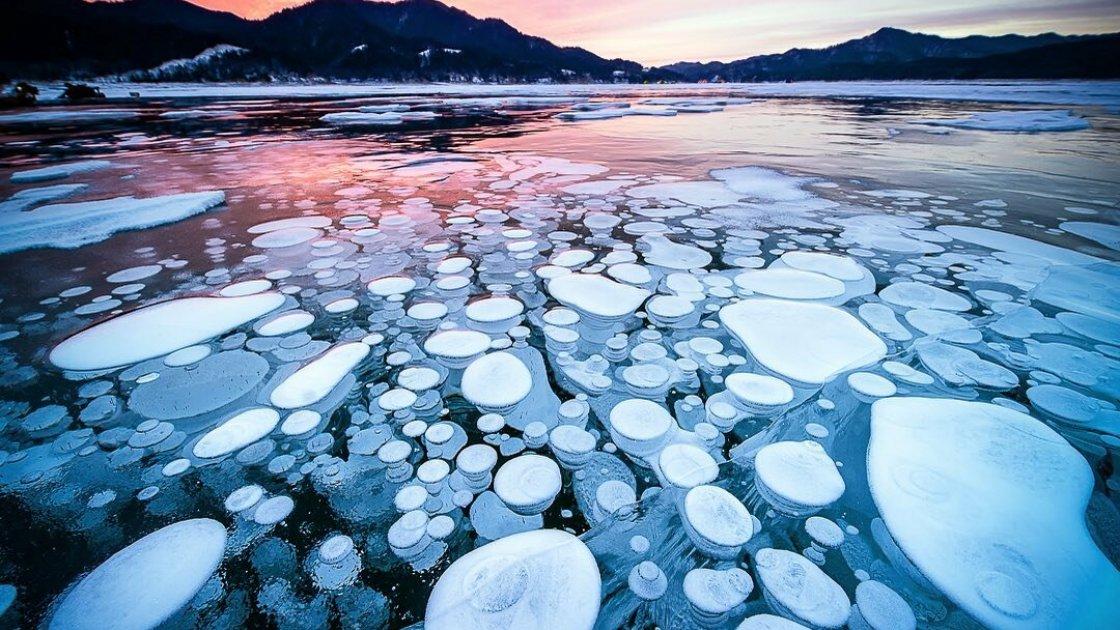 Загадка ледяных пузырей на озере Нукабира - всё просто, но очень красиво
