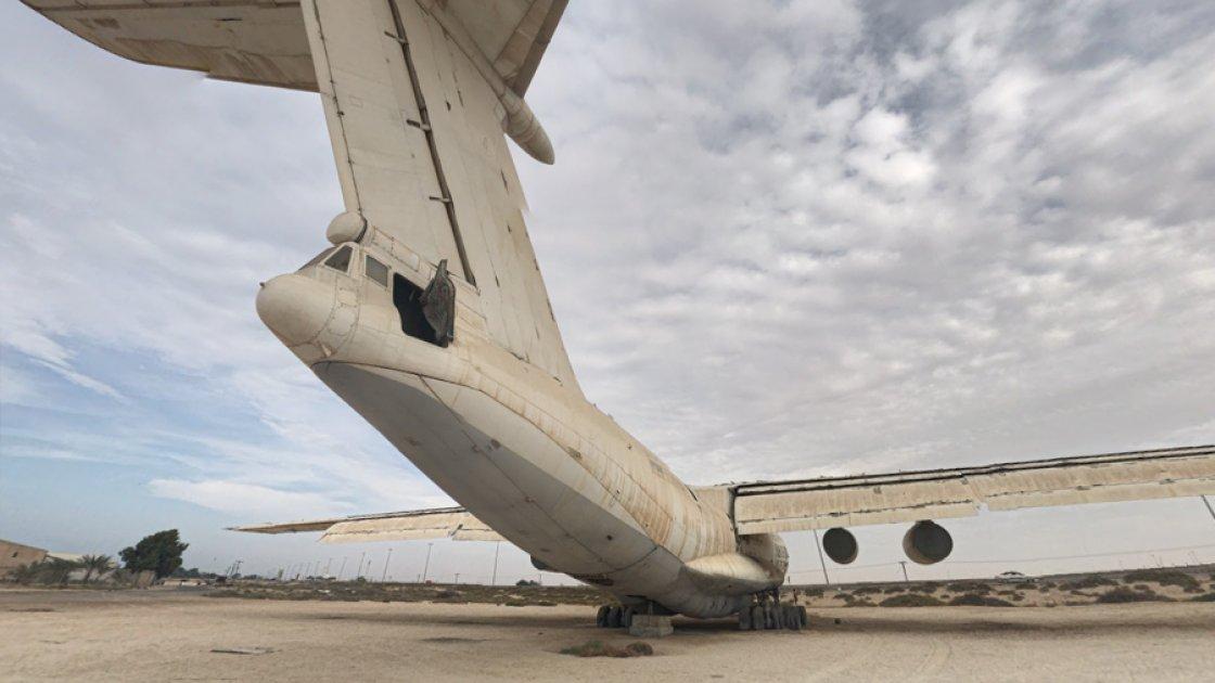 Ил-76 в арабской пустыне, вид сзади