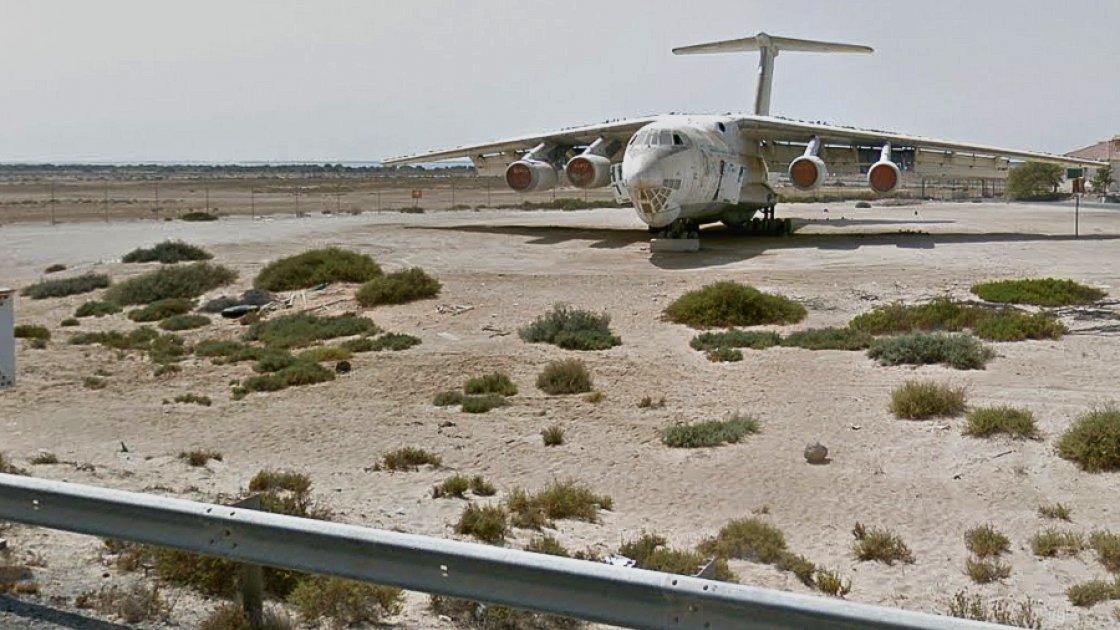 А это вид на Ил-76 с трассы в ОАЭ