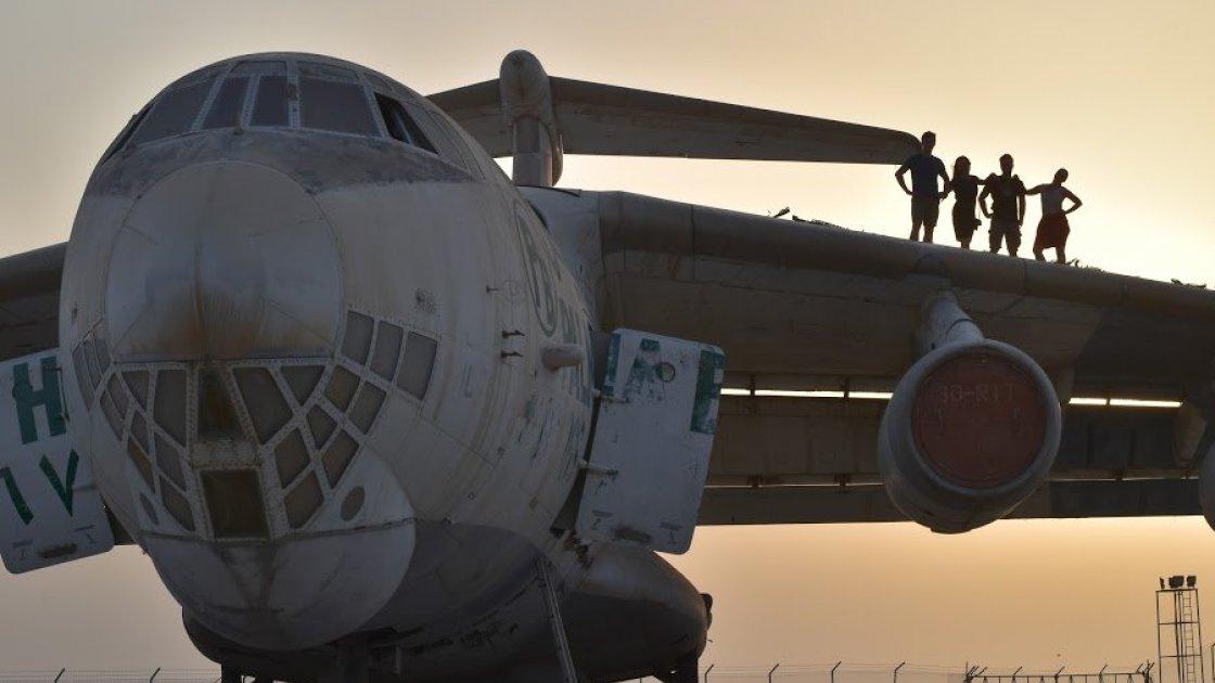 Фотосессия в ОАЭ на крыле самолёта